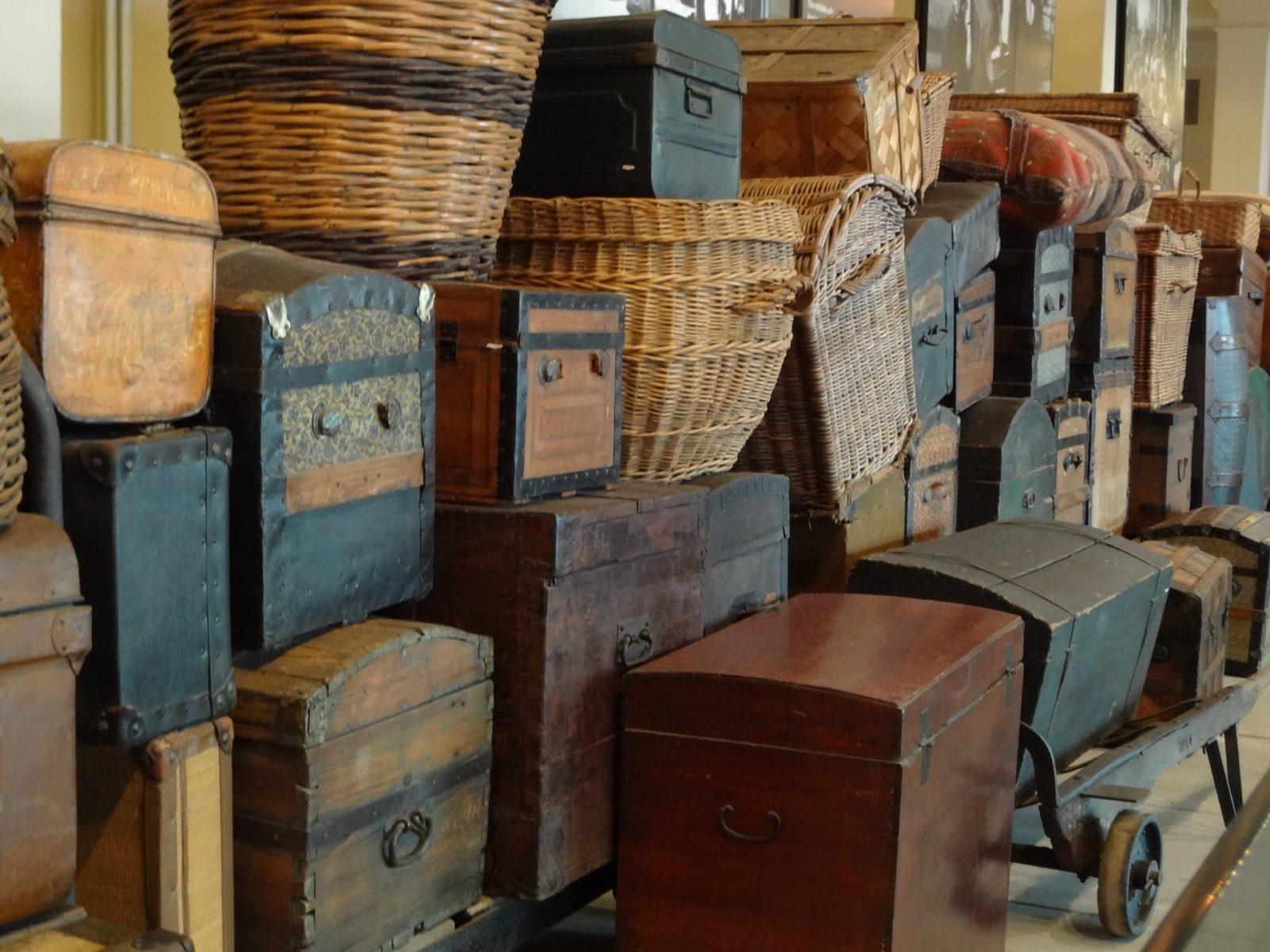 vintage-luggage-652875_1920